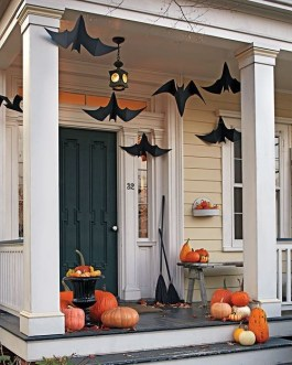 Perfect Pumpkin Ideas To Decorate Your Porch 39