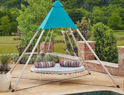 Relaxing Suspended Outdoor Beds That Will Transform Your Year 10