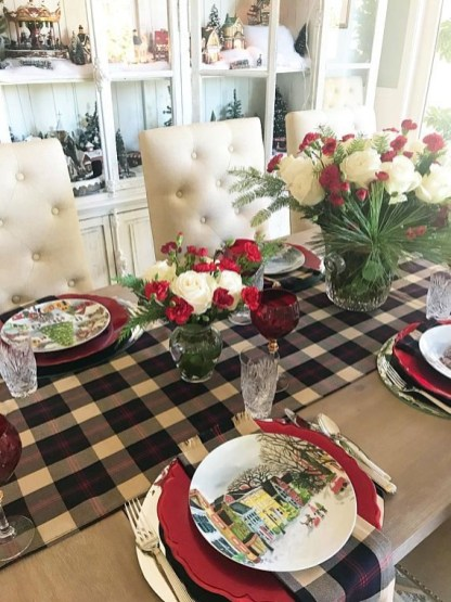 Tips To Make DIY Christmas Table Decorations 22