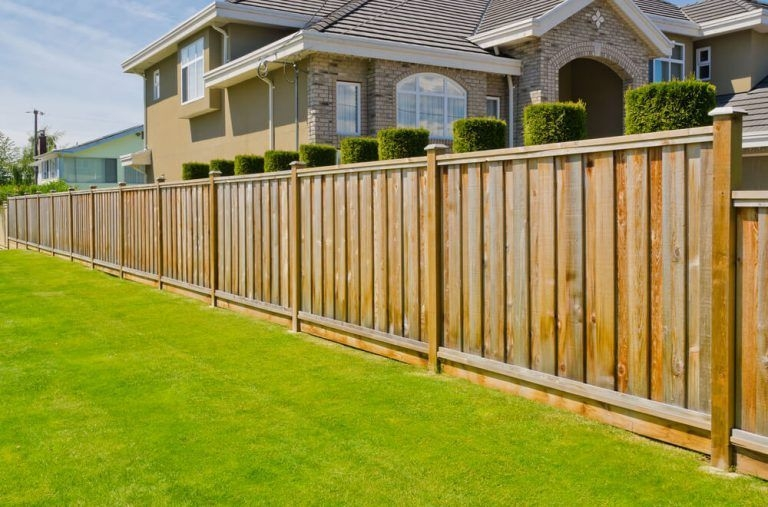 Amazing House Fence You Can Build In Your Garden 01