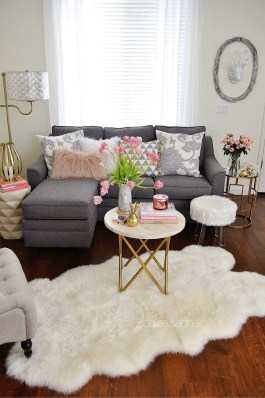 Cozy And Simple Rug Idea For Small Living Room 37