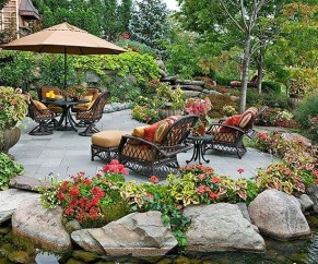 Incredible Small Backyard Ideas For Relax Space 33