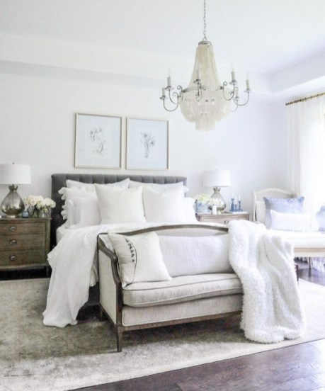 Stylish And Elegant Master Bedroom Idea For Your Family 09