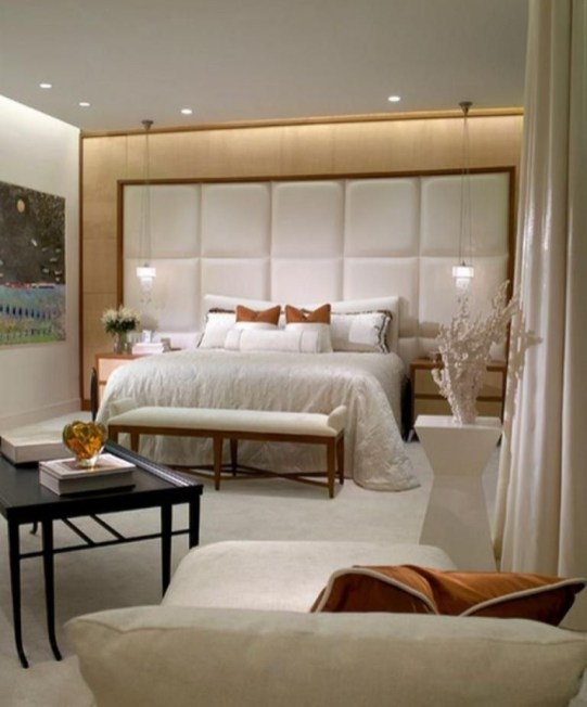 Stylish And Elegant Master Bedroom Idea For Your Family 18