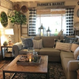 Incredible European Farmhouse Living Room Design Ideas 31