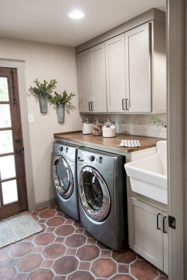 Ways To Make Small Laundry Room To Look Big Space 18
