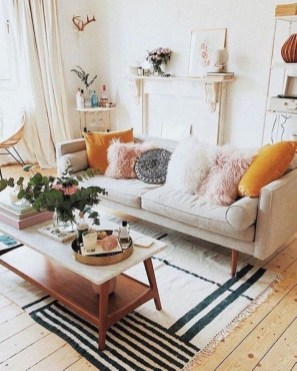 Amazing Small Living Room Decor Idea For Your First Apartment 23