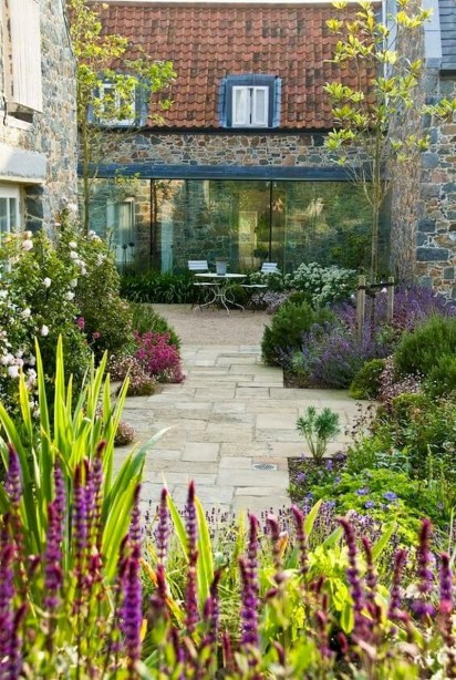 Fabulous Small Area You Can Build In Your Garden 17
