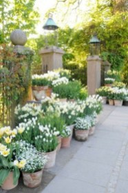 Garden Decor Modern And Glamorous For A Big House 02