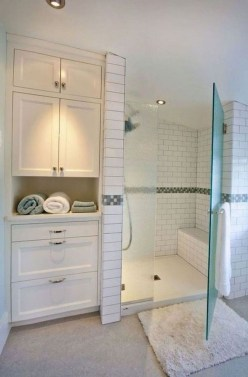 Gorgeous Small Master Bathroom Remodel Ideas 05