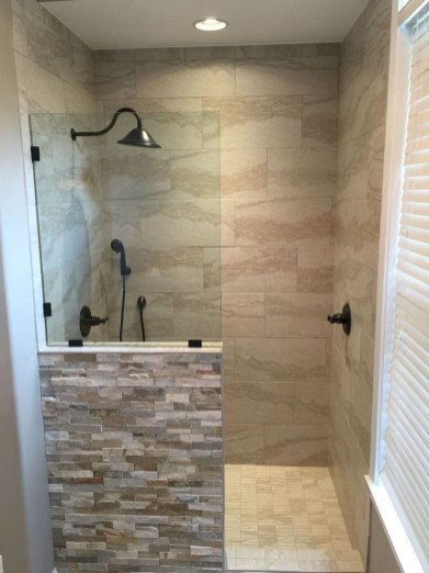 Gorgeous Small Master Bathroom Remodel Ideas 13