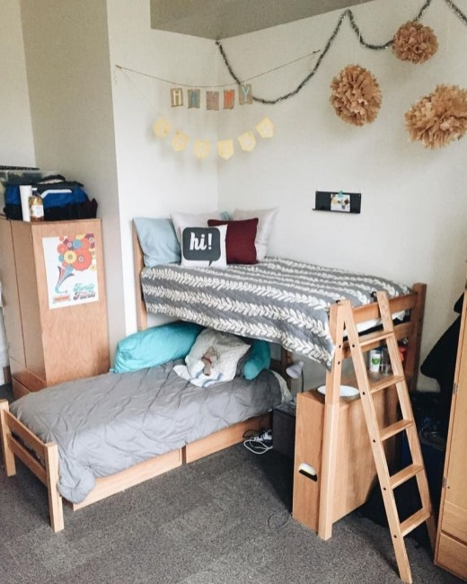 Awesome Dorm Room Decoration With Double Bed 07