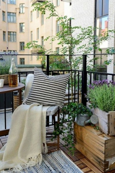 Cozy Garden Balcony Design And Inspiration 23