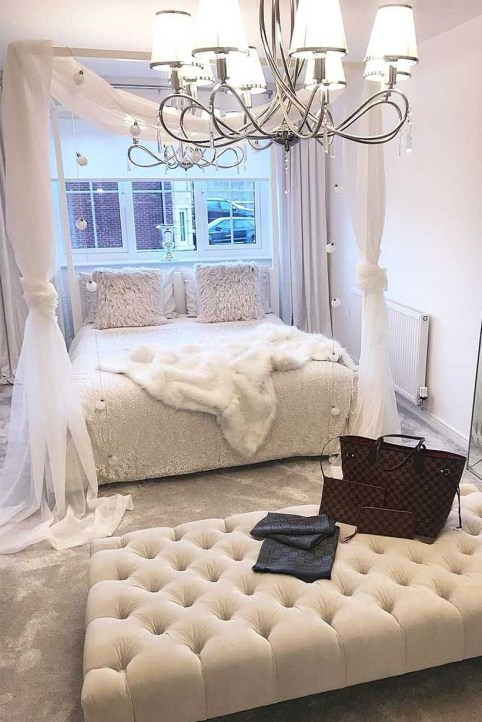 Easy Tips To Decorate Small Master Bedroom With Neutral Color 20