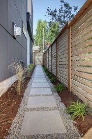 Fabulous Wooden Fences For Front Yard Remodel 04