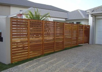 Fabulous Wooden Fences For Front Yard Remodel 11