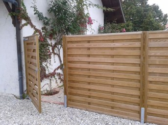 Fabulous Wooden Fences For Front Yard Remodel 12