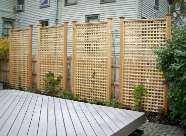 Fabulous Wooden Fences For Front Yard Remodel 15