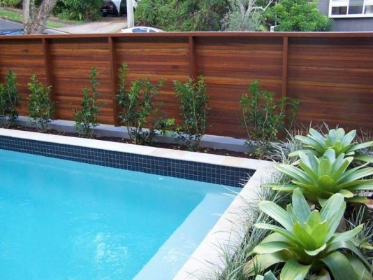 Fabulous Wooden Fences For Front Yard Remodel 16