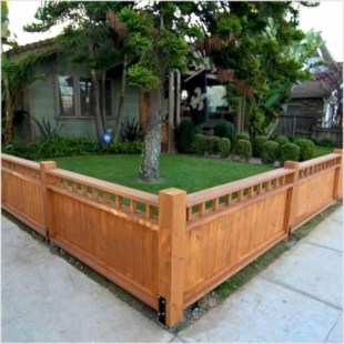Fabulous Wooden Fences For Front Yard Remodel 22