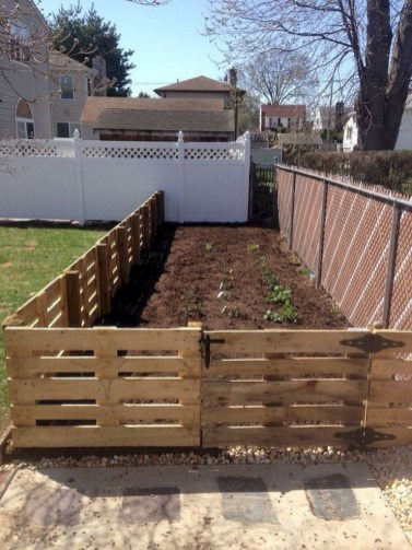 Fabulous Wooden Fences For Front Yard Remodel 26
