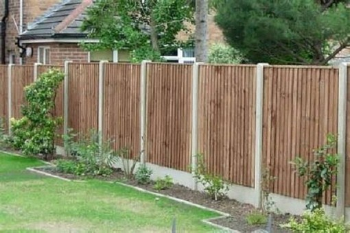 Fabulous Wooden Fences For Front Yard Remodel 31