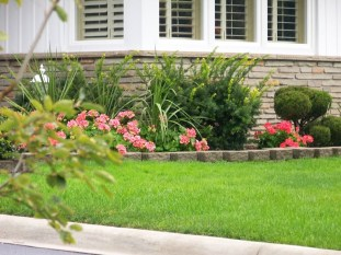 Perfect Bed Garden Design For Your Front Yard 13