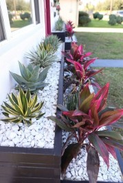 Perfect Bed Garden Design For Your Front Yard 17