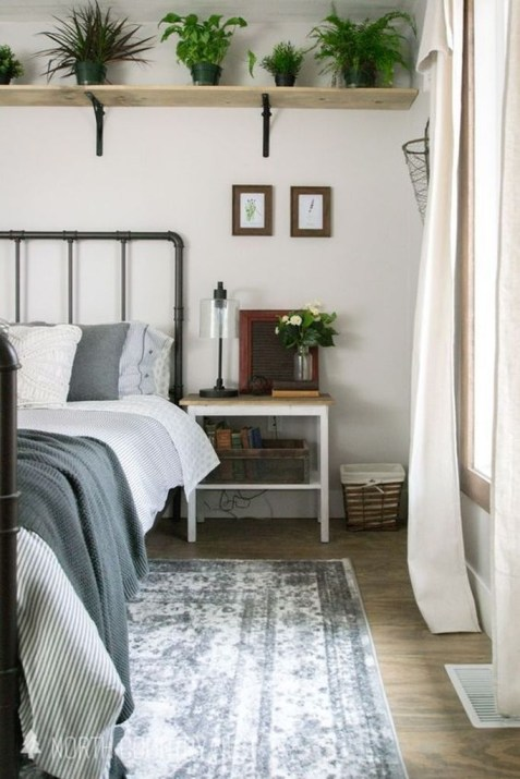 Simple And Cheap Summer Decor For Your Bedroom 10