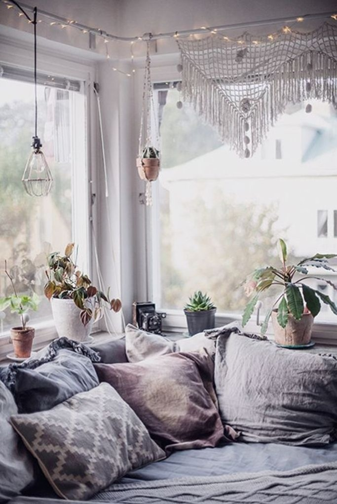 Simple And Cheap Summer Decor For Your Bedroom 31