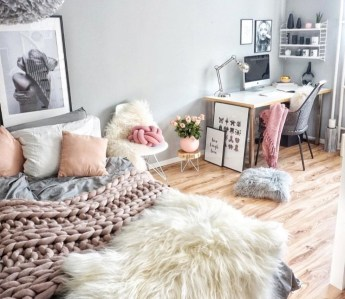 Simple And Cheap Summer Decor For Your Bedroom 37