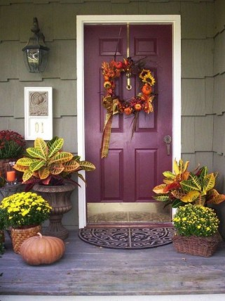 Stunning Fall Front Porch Decoration To Inspire Yourself 29
