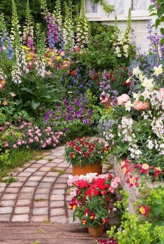 Beautiful Flower Garden Idea You Can Try 03