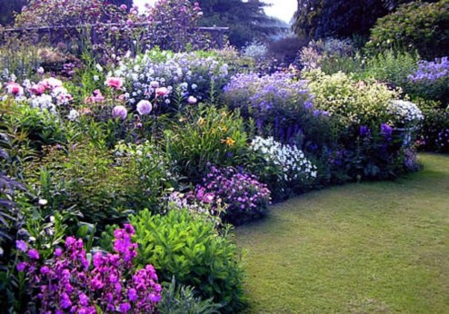Beautiful Flower Garden Idea You Can Try 09