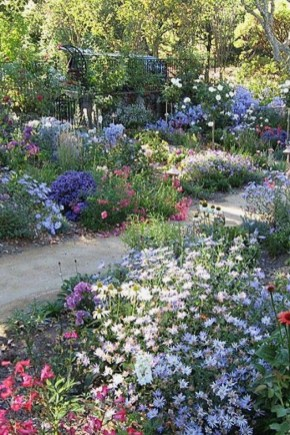 Beautiful Flower Garden Idea You Can Try 25
