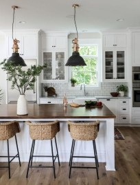 Farmhouse Kitchen Decorating Ideas With Wooden Cabinet 11
