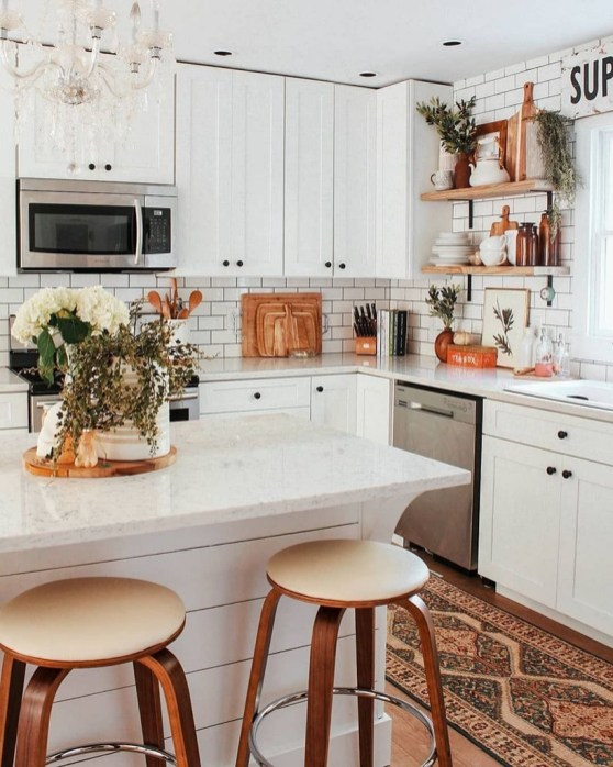 Farmhouse Kitchen Decorating Ideas With Wooden Cabinet 23