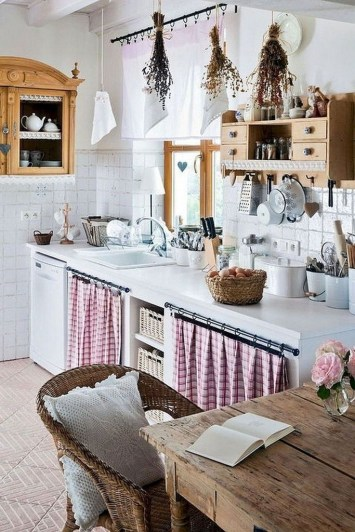 Farmhouse Kitchen Decorating Ideas With Wooden Cabinet 26