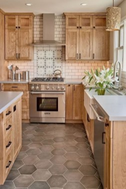 Farmhouse Kitchen Decorating Ideas With Wooden Cabinet 36