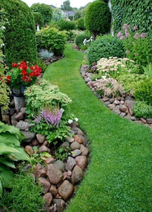 Incredible Edging Garden For Your Front Yard 10