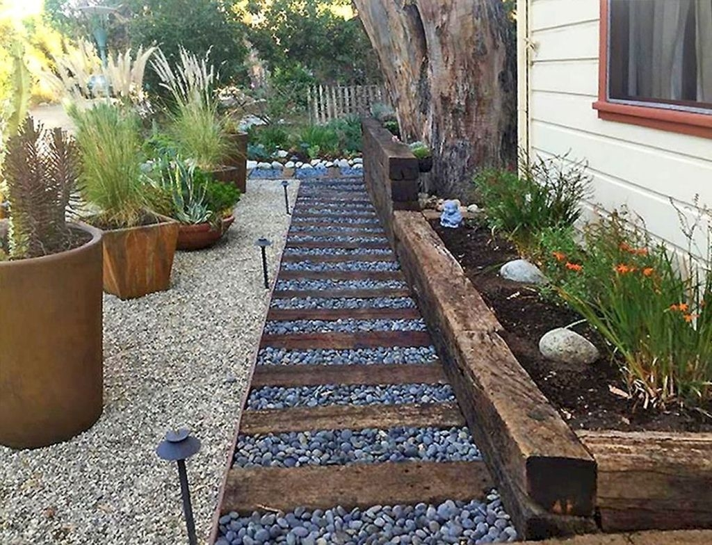 Incredible Edging Garden For Your Front Yard 15