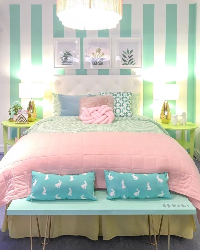 Lovely Small Bedroom Decor With Pink Nuance 20