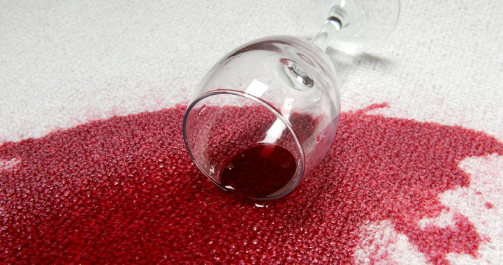 rødvin søl på teppe