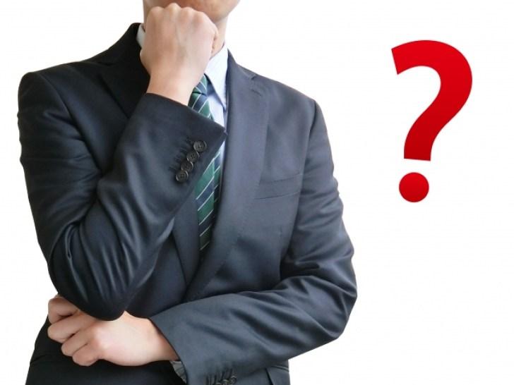 疑問を浮かべるビジネスマン