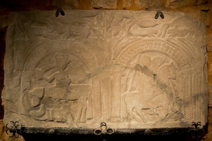 La dalle des Chevaliers découverte dans l'église de Rennes-Le-Château par Bérenger Saunière