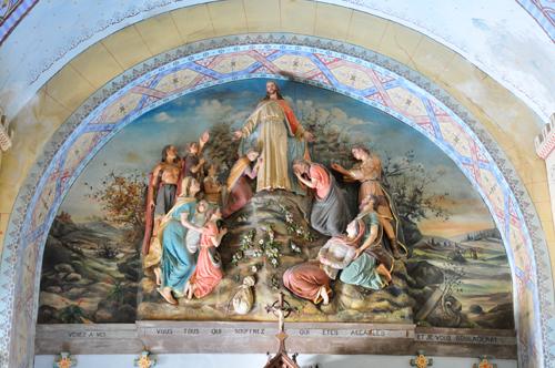 La ronde-bosse et la fresque de l'église de Rennes-Le-Château