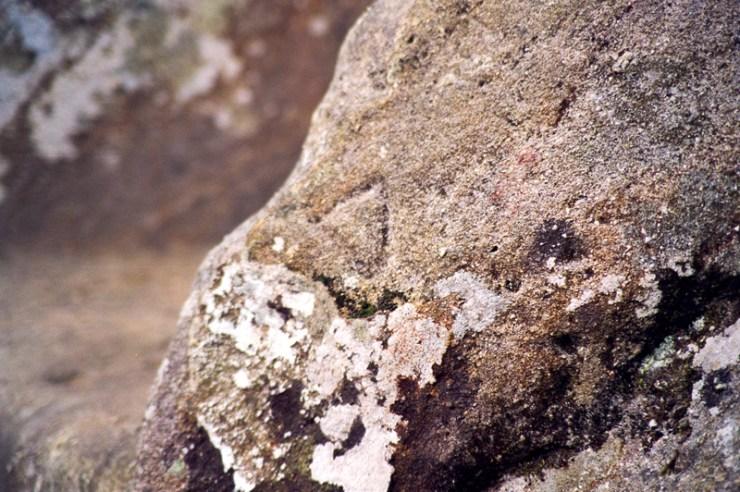 Un triangle gravé sur l'un des bras du Fauteuil du Diable
