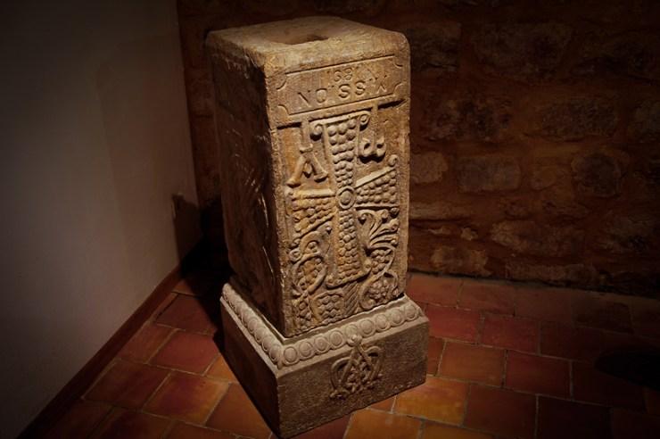 Le pilier creux de l'église de Rennes-Le-Château dans lequel Bérenger Saunière y découvrit des rouleaux de bois