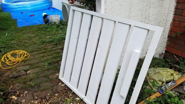 お庭の扉塗装