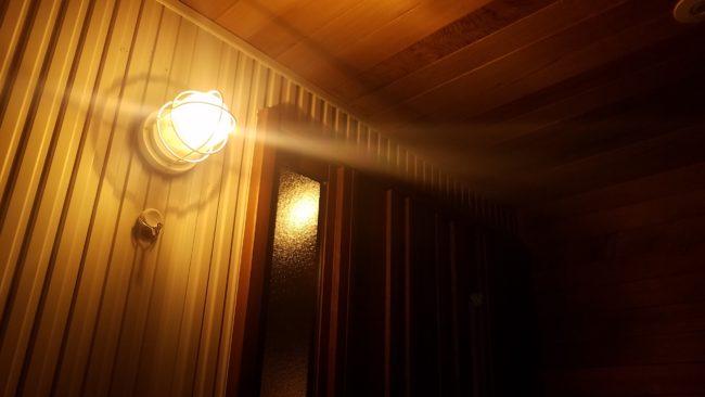 玄関灯毎日つけた時の電気代